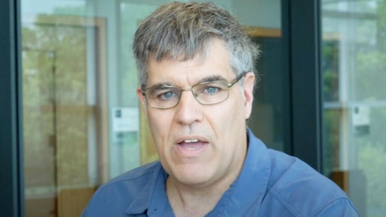 Канадски професор зборува ширум светот за опасностите од вакцините против корона