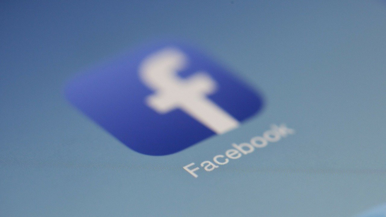 Компаниите за вакцини и ЦДЦ вкревет со Фејсбук