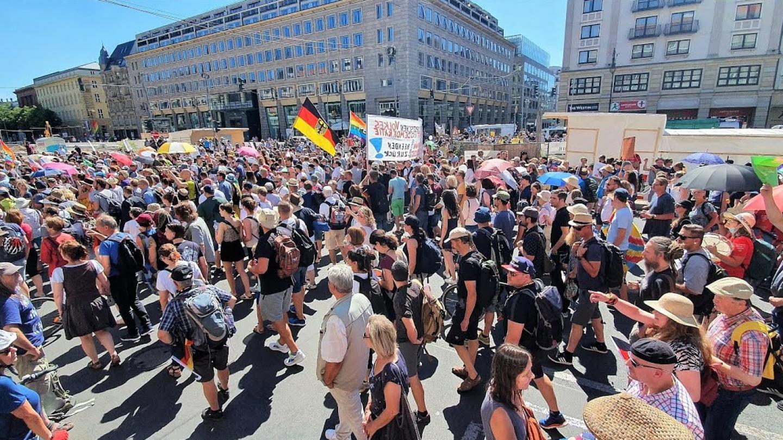 Масовни протести за слобода во Лондон, Париз, Рим и Берлин
