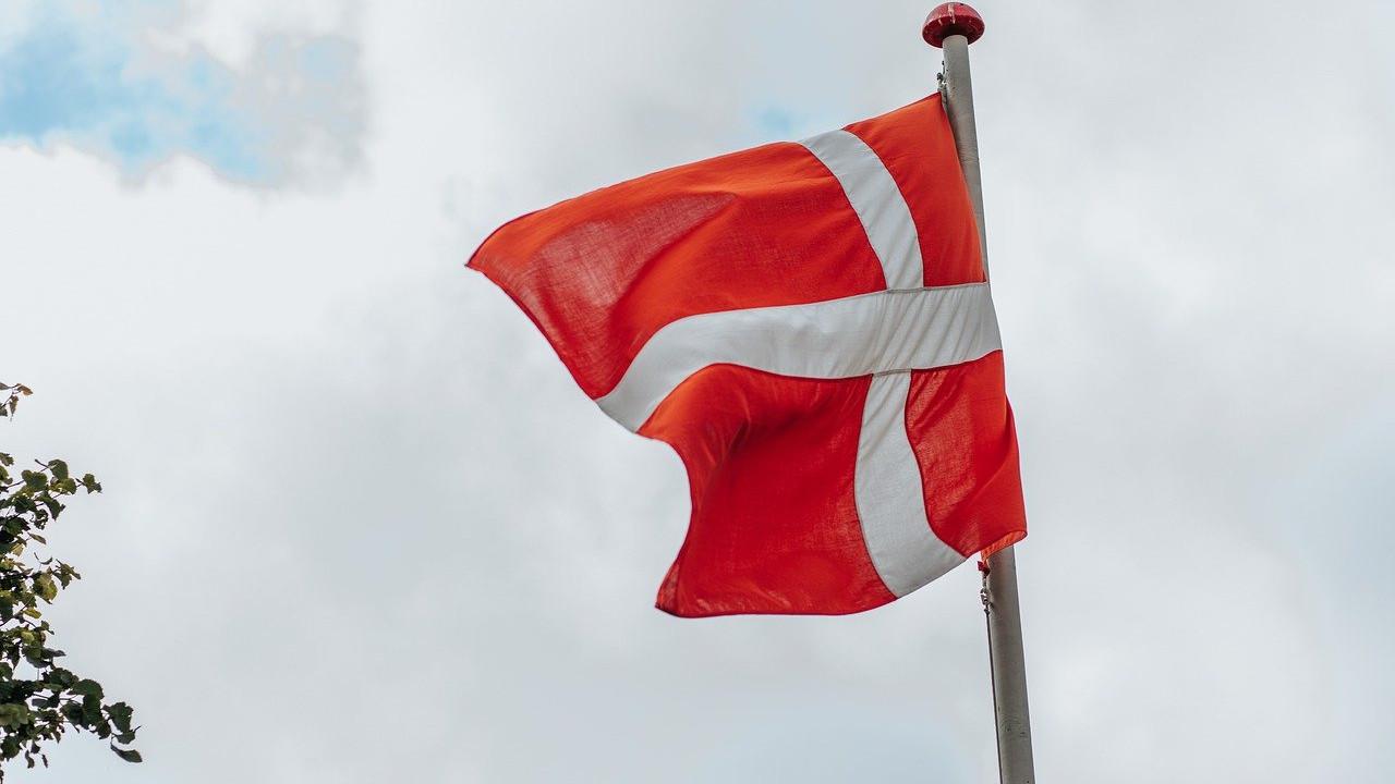 Данците на нозе против диктатурата на Короната