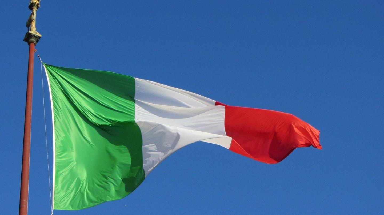 300 италијански здравствени работници ги предизвикуваат обврските за вакцините