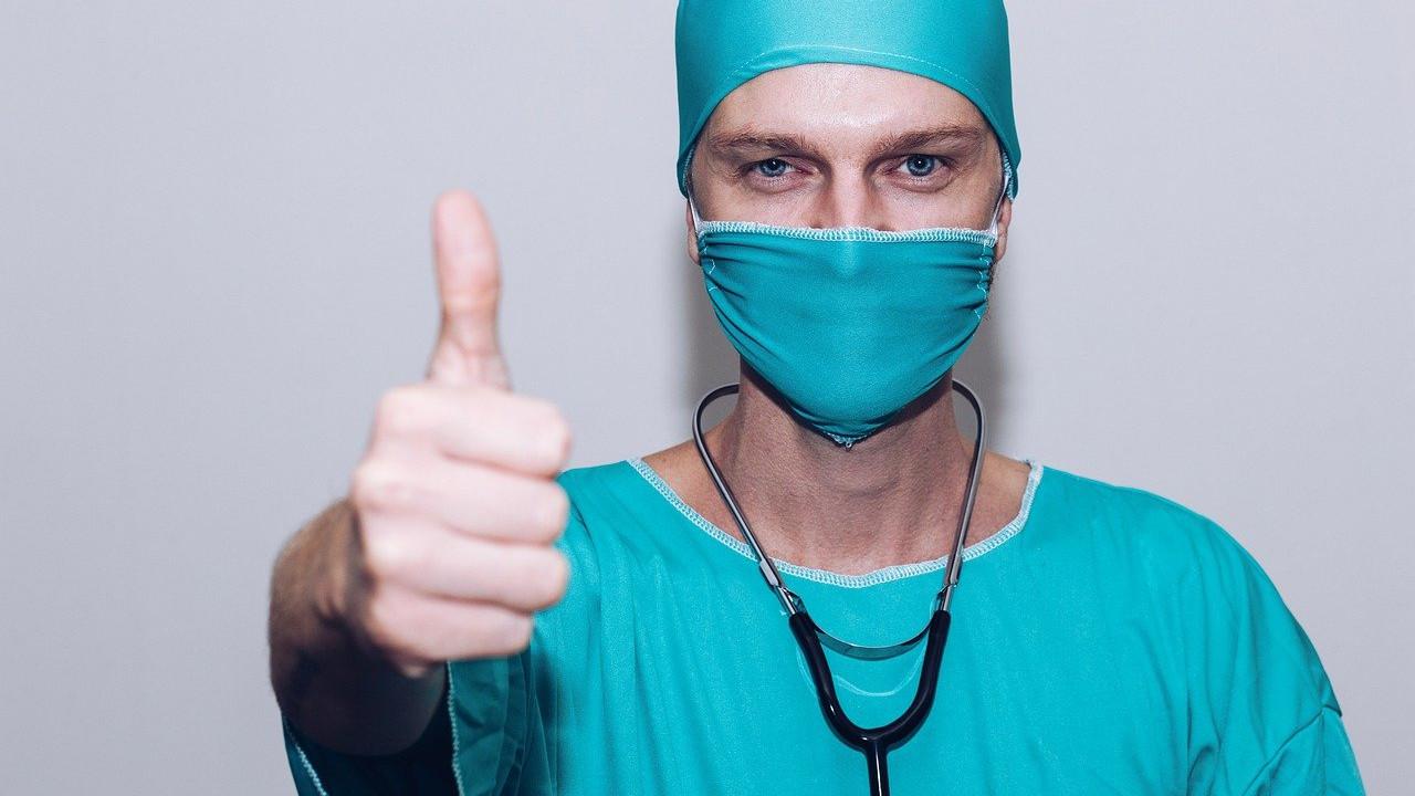 ЕМА ја брани вакцината АстраЗенека