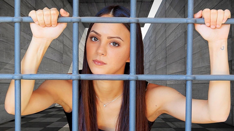 Бегство од глобалниот дигитален затвор