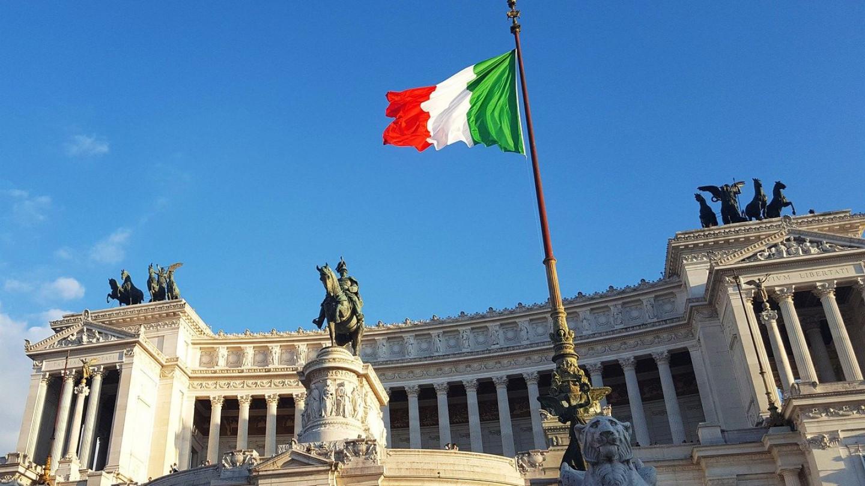 Протест во италијанскиот парламент против Ковид-пасошот, изби хаос