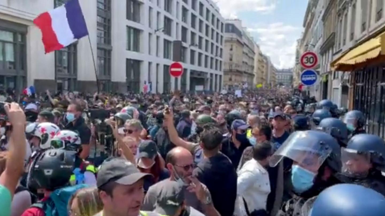 Милиони Французи против пасошот за вакцинација!