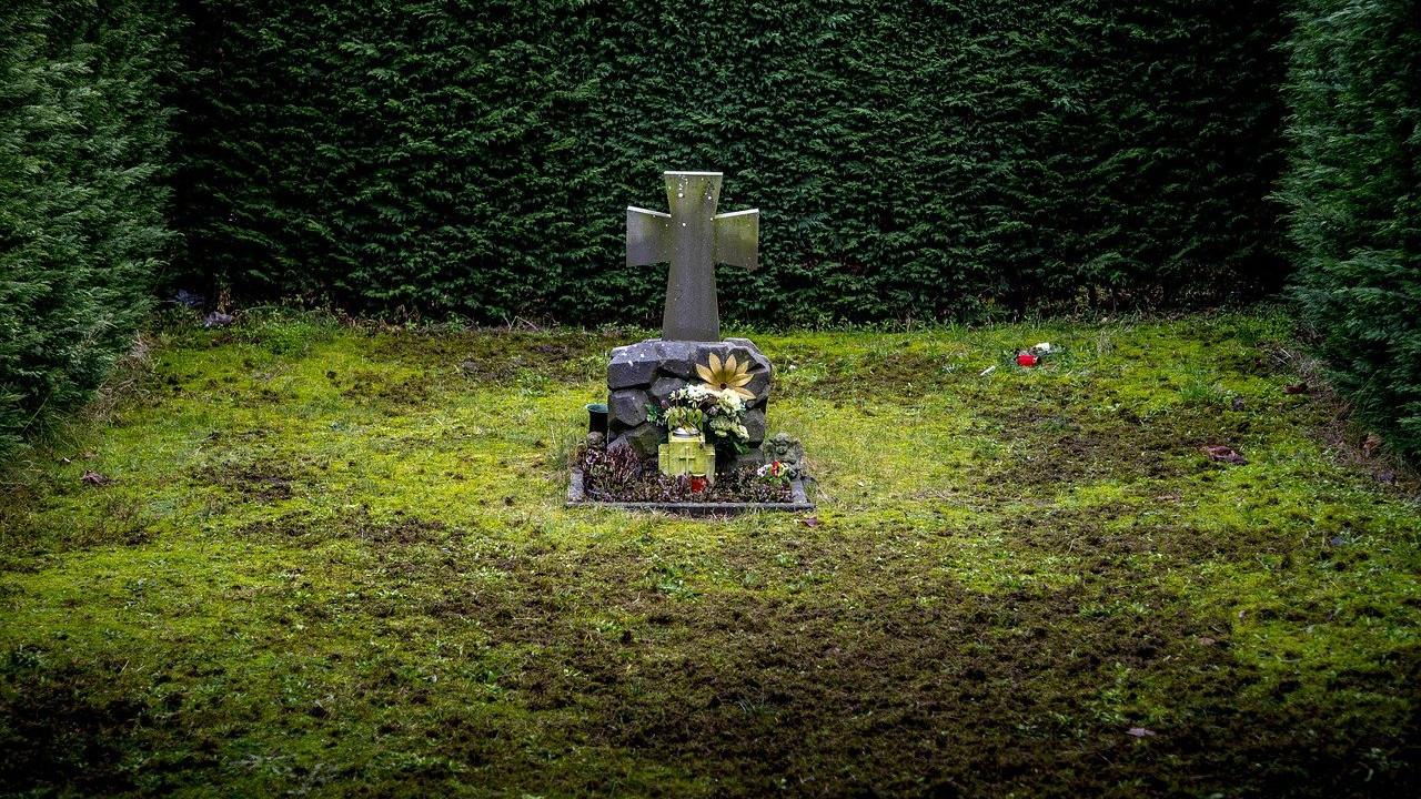 grave-2036221_1280