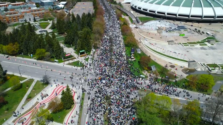 100.000 Канаѓани протестираат против заклучувањата во Монтреал