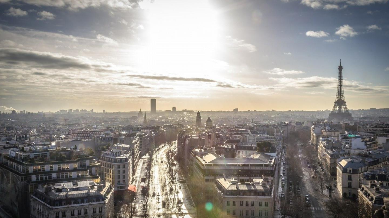 Парижаните протестираат по говорот за вакцинација на Макрон