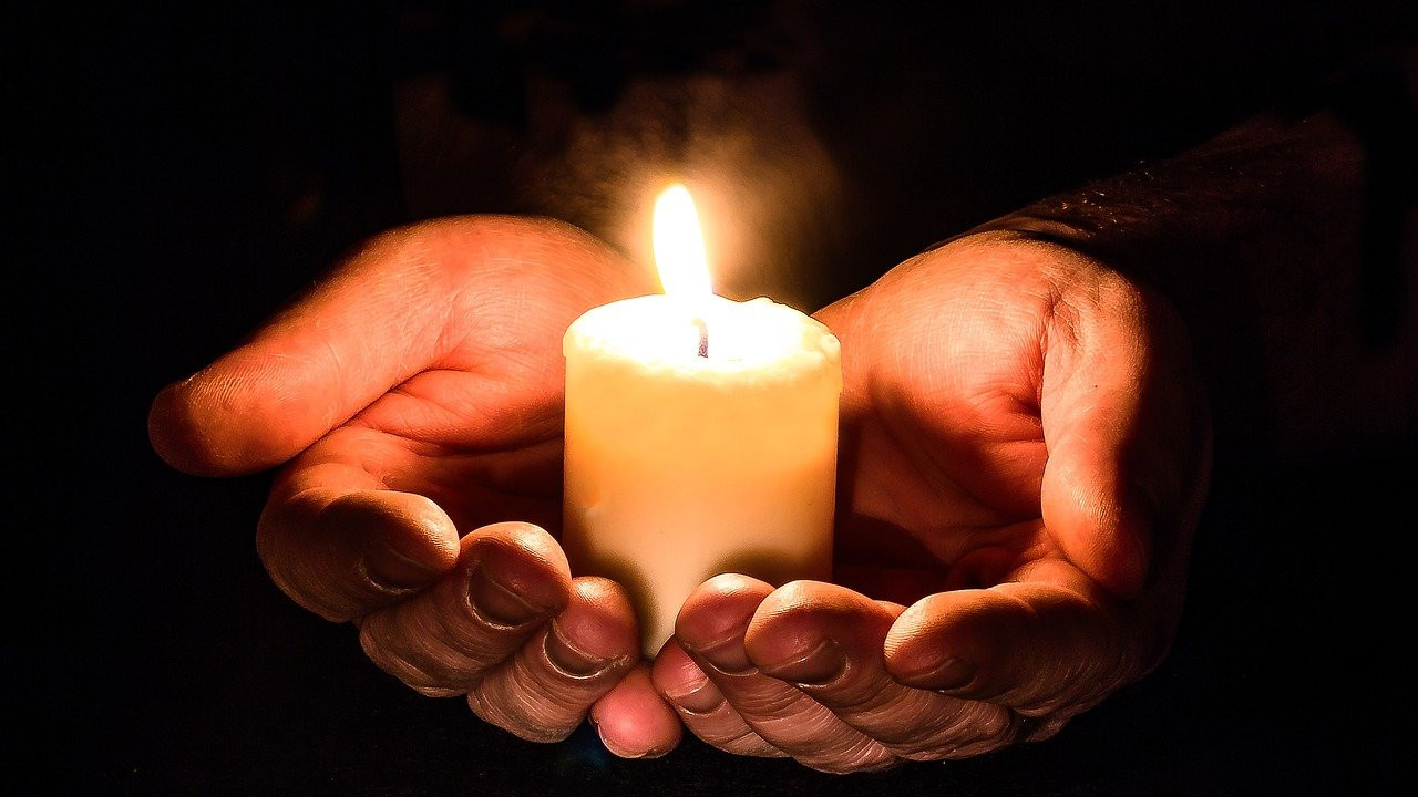 Почина адвокатот и телевизиски коментатор Мидвин Чарлс