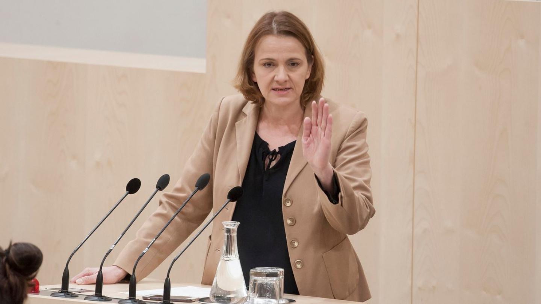 Австриски политичар - Не смеете да го уништувате здравјето на луѓето со оваа вакцина