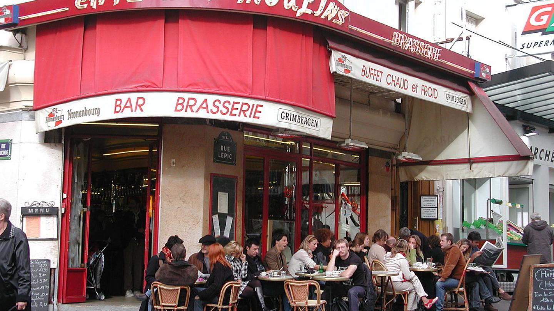 Потврда за вакцинација половина од кафулињата и баровите во Париз не се придржуваат кон тоа
