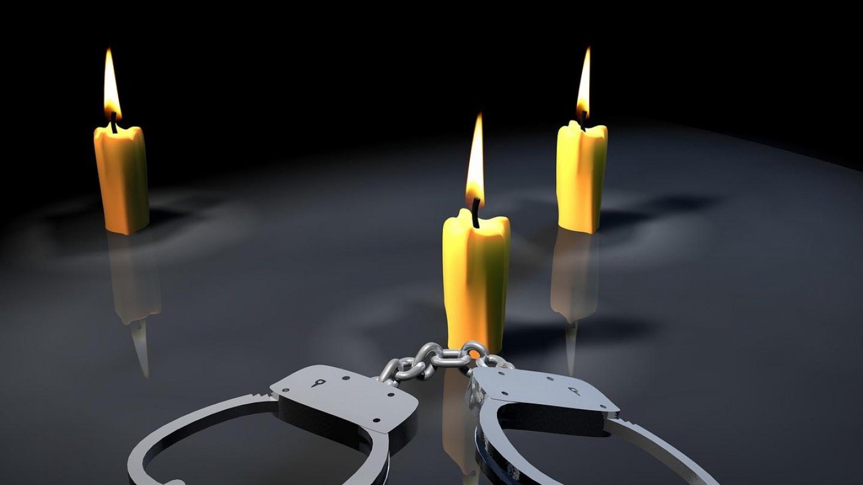 handcuffs-2656003_1280